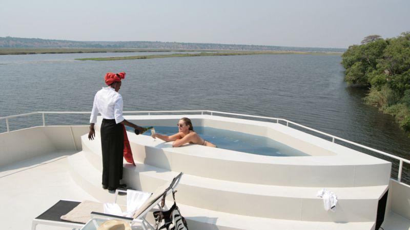 Botswana_safariboat