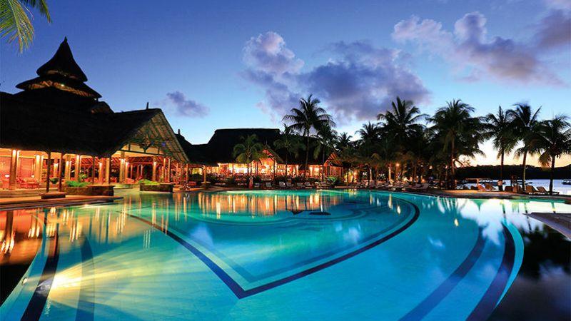 Mauritius_beachcomber_shandr