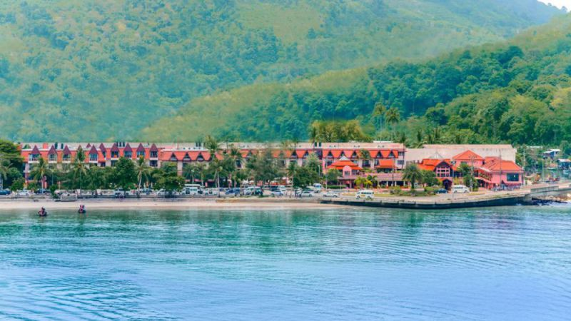 Phuket - Seaview Patong Hotel - Dec. 10 nights
