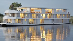 Botswana - Zambezi Queen Safari Boat - 2 night getaway